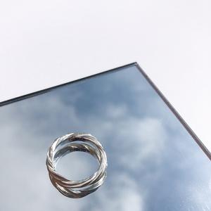 Minimal design everyday ring